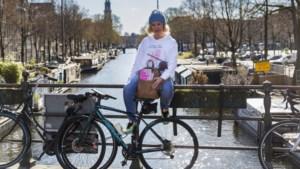 Evelien van der Werff fietst dwars door Nederland om aandacht te vragen voor IPSO-huizen zoals het Toon Hermans Huis