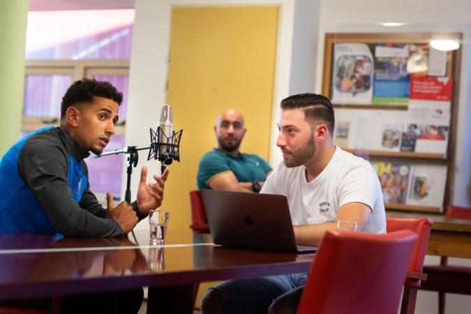 Jongeren motiveren leeftijdsgenoten op weg naar werk: 'We laten ze de realiteit zien, niet de filmpjes van schatrijke rappers en vloggers'