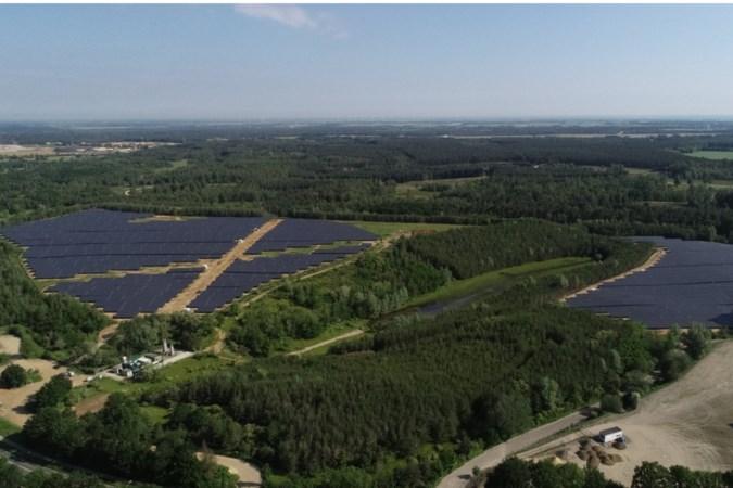 Dertigduizend zonnepanelen van energiepark Abdissenbosch leveren eerste stroom