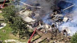 Uitslaande brand verwoest hoofdgebouw Beekse Bergen