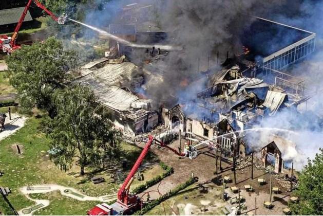 Brand verwoest hoofdgebouw Beekse Bergen, vakantiegangers mogen blijven