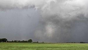 KNMI: vrijdagmiddag kans op een tornado