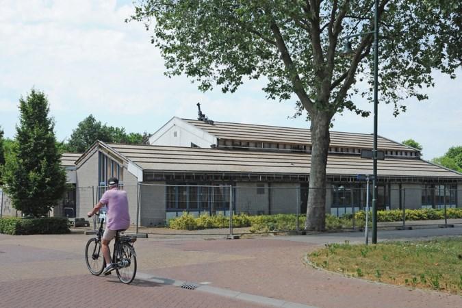 Dorpshuis Iedershuus in Afferden is binnenkort verleden tijd; het dak is er al van af