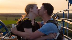 Spectaculair huwelijksaanzoek voor pretparkfan Anouk in Toverland