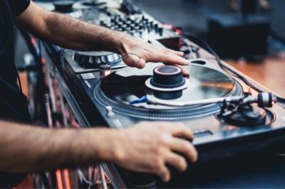 Losgaan op techno: jongeren in de Westelijke Mijnstreek kunnen zich uitleven op nieuwe dansfeestjes, waar ze zelf mogen draaien