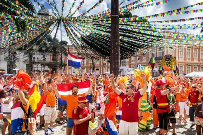 Supporters die naar Hongarije reizen: 'In feestende Oranjemassa gaat coronavirus van links naar rechts'