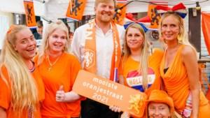 Vorst op bezoek in voetbalstraat: charmeoffensief moet koninklijke uitglijders van het afgelopen jaar doen vergeten
