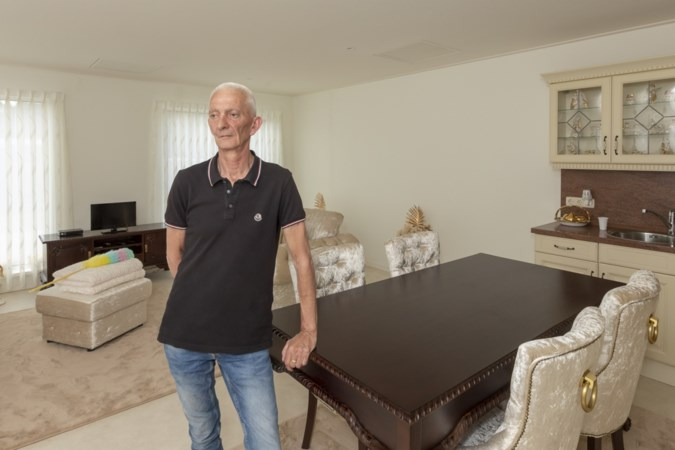 Na jarenlang knokken kreeg Beer zijn woonwagen, maar negen maanden later woont hij er nog niet: 'Hier is niet in te wonen'