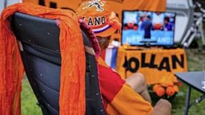 Burgemeesters: voetbalschermen op straat en in horeca blijven nog verboden