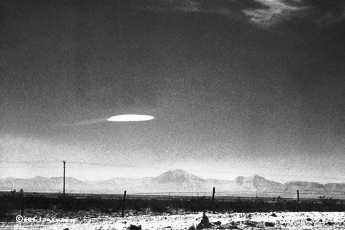 In korte tijd zijn ufo's van een halve grap een bloedserieus thema geworden: worden we eindelijk verlost van 'groene mannetjes'?