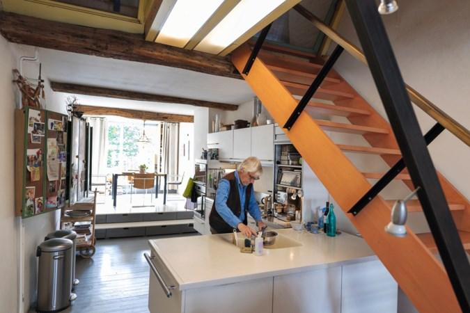 Toeristen van over de hele wereld fotograferen deze woning van Piet in Maastricht