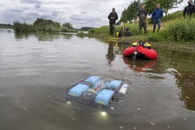 Onderzoekers jagen met onderwaterdrone op 'killervlokreeft' en andere indringers in Grensmaas bij Meers