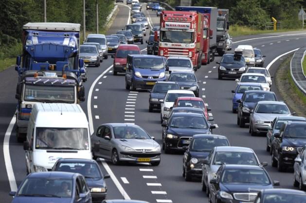 Ongeluk op A76 bij Geleen: flinke file