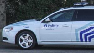 Dronken bromfietser in Neeroeteren agressief tegen agenten terwijl hij wodka drinkt