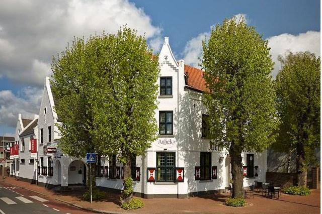 Nieuwe exploitanten voor Hotel Antiek in Helden; hotelfunctie blijft behouden