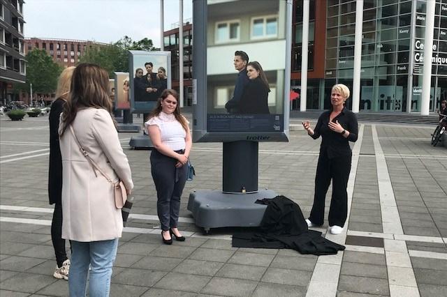 Indrukwekkende expositie van slachtoffers van huiselijk geweld op Plein 1992 in Maastricht
