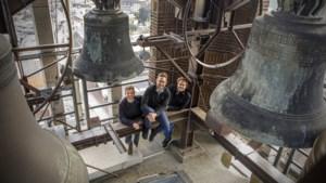 Beiaardier Frank Steijns laat het carillon in Weert swingen: 'Nergens ter wereld wordt dit gedaan'