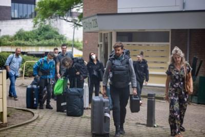 Schilders die de komende vier maanden van Auroraflat één groot kunstwerk gaan maken in Heerlen gearriveerd