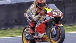 Motorracer Marc Márquez ongedeerd na zware crash in Assen
