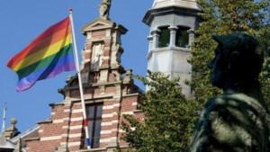 Kerkrade hijst de regenboogvlag als reactie op nieuwe antihomowet in Hongarije