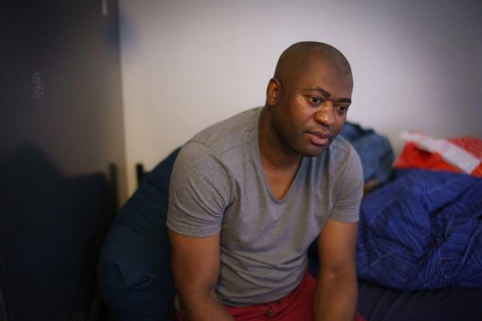Maastricht stopt steun aan Angolese vluchteling: 'Wat me kapotmaakt, is dat ik twintig jaar van mijn leven heb verloren'
