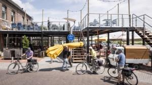 Dankzij een 'dubbeldekker' kan 't Veerhuis in Wessem deze zomer op ieder moment zo'n honderd gasten extra bedienen