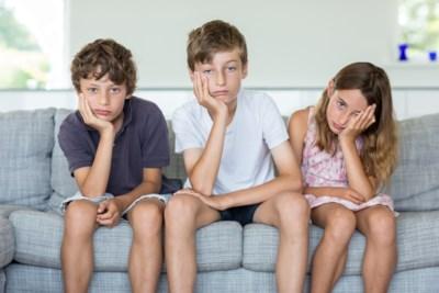 Moet je je kind entertainen of zelf laten spelen? Tip: doe de helft van het speelgoed de deur uit
