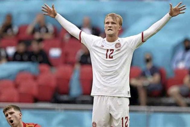 Dolberg leidt Denemarken in Amsterdam naar kwartfinales EK