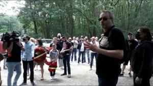 Ruim honderd sympathisanten verzamelen zich bij Dilserbos voor herdenking Jürgen Conings