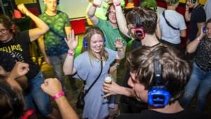 Het nachtleven opent de poorten: dansen, drinken en knuffelen net zoals 'vroeger'