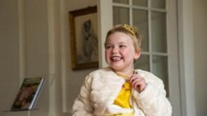 Vijfjarige Lily-Rose uit Sittard lijdt aan leukemie, maar was voor een dag een heuse prinses