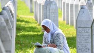 Vijftig nabestaanden genocide Srebrenica vragen schadevergoeding aan