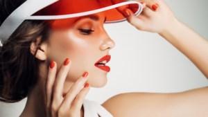 Mondkapjes af, lippenstift op: mat of gloss, felrood of zwart, dit zijn de trends van de zomer