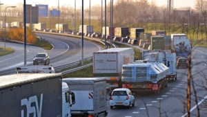 Acht kilometer file op A73 tussen Belfeld en Venlo door ongeluk, weg weer vrij