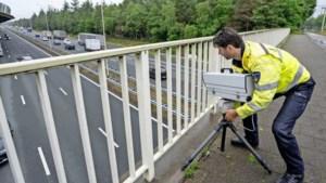 Politie intensiveert jacht op verkeershufter met nieuwe mobiele camera's