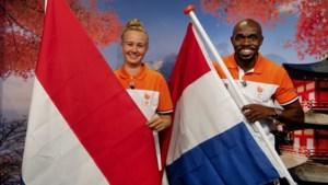 Churandy Martina en Keet Oldenbeuving Nederlandse vlaggendragers