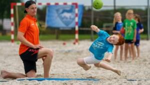 Relaxed sporten op het strand moet Geleense club vleugels geven