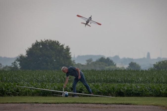 'Bromvliegen' kiezen al jaren het luchtruim op vliegveld tussen Schinnen en Schimmert: 'wie heeft hier nou last van?'