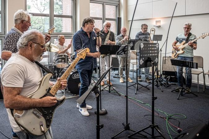 Muzikale senioren uit Westelijke Mijnstreek weten de juiste snaar te raken: 'Mensen zeggen dat het koor hun leven veranderd heeft'