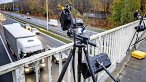 Doorbraak in strijd tegen automatische appboetes: automobilist mag telefoon op schoot hebben