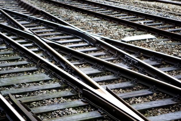 Las- en slijpwerkzaamheden aan spoor bij Sittard