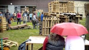 Hout huttenbouwers kindervakantiewerk Schinnen nog één keer opgehaald
