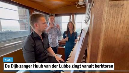 De Dijk-zanger Huub van der Lubbe zingt vanuit kerktoren over centrum Weert