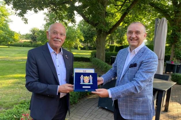 Ere-plaquette Echt-Susteren voor oud-burgemeester Selfkant