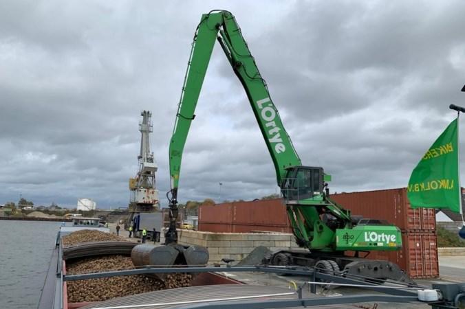 Proef geslaagd: transport Zuid-Limburgse bieten voortaan per schip, 8000 trucks van de snelweg