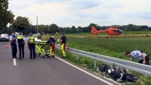 Motorrijder levensgevaarlijk gewond na botsing met auto