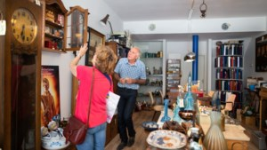 Bankmanager met verzamelverslaving runt tjokvol curiosa-winkeltje in Sittard: 'Ach, in elk mens schuilt een jager'