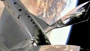 Multimiljonair Branson terug op aarde na eerste ruimtevlucht in eigen raket