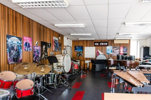 Muzikale verhuisstoet Kumulus muziekschool trekt naar Centre Céramique