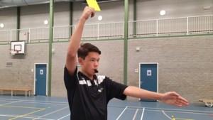 Handbalscheidsrechter Quinten Engel (15) wil doorgroeien naar de top: 'Dat betekent natuurlijk dat vaker commentaar komt. Dan moet ik streng zijn'